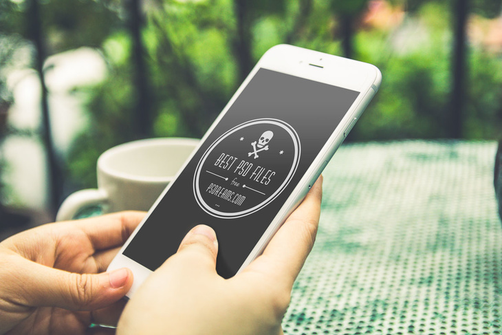 6 Free iPhone 6 PSD Mockups