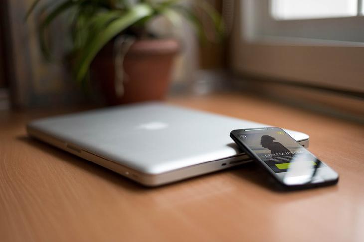 7 Smartphone & Notebook PSD Mockups