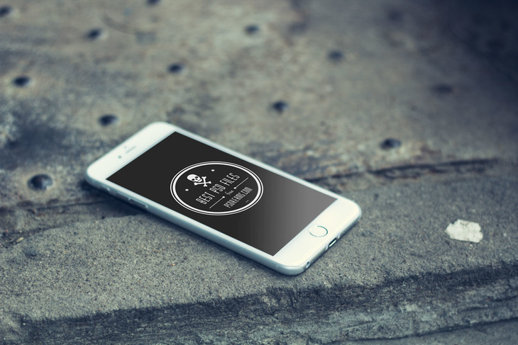 8 Free iPhone 6 PSD Mockups
