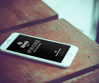 10 Photorealistic iPhone 6 Free PSD Mockups